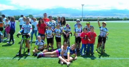 Buen papel de los corredores de la Escuela de Ciclismo Sexitana en Armilla.jpg