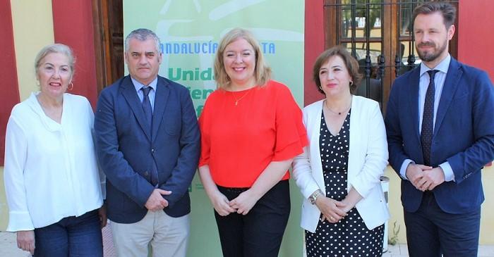 El consejero de Empleo junto a la alcaldesa de Motril, la teniente de alcalde de Foermación y Empleo y los delegados de la Junta en Granada en la sede el Orienta.jpg