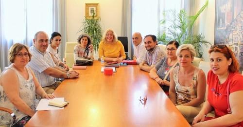 Flor Almón se reúne con la Asociación de Vecinos de La Fabriquilla