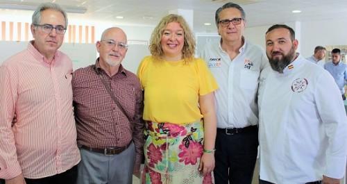Flor Almón y Francisco Ruiz, junto a los organizadores de la segunda Ruta Española del Buen Pan.jpg