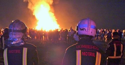 La noche de San Juan reúne un año más a miles de personas en las playas de Motril.jpg