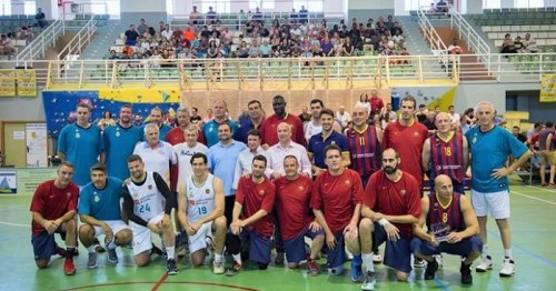 Las leyendas del R. Madrid y FC Barcelona hacen vibrar a la afición al basket de la Costa Tropical