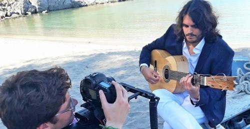 Niño Carmelo rueda el videoclip de su nuevo single 'Mi tierra Almuñécar'