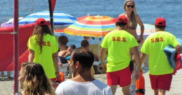 Socorristas en una playa de Almuñécar