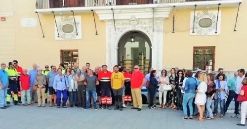 Un centenar de empleados municipales del Ayto. de Motril se han manifestado en la puerta del consistorio hoy lunes