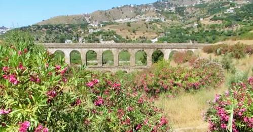 Acueducto romano de la Santa Cruz en Almuñécar