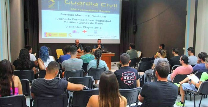 La Guardia Civil forma a los socorristas de las playas sexitanas en seguridad marítima en zonas de baño.jpg