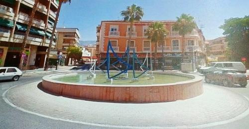 Rotonda en la plaza San Sebastián en Motril