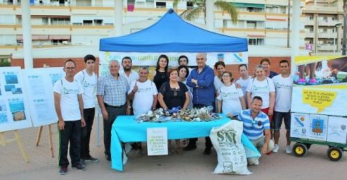 Voluntarios de Aprosmo y Asprogrades dan una lección a la ciudadanía con el proyecto Playas Limpias.jpg