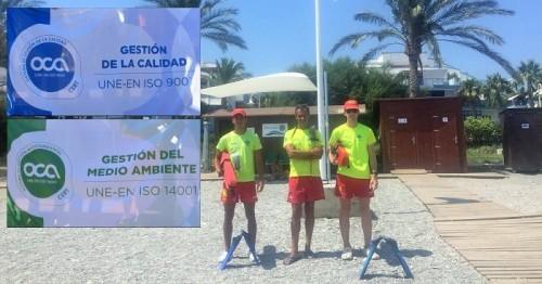 Banderas Q de calidad y de Gestión Medioambiental ISO 14001 en la paradisíaca playa de La Rijana.jpg