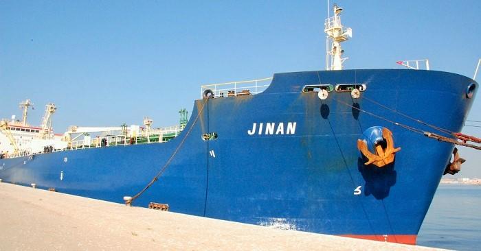El barco Jinan atracado en el Puerto de Motril