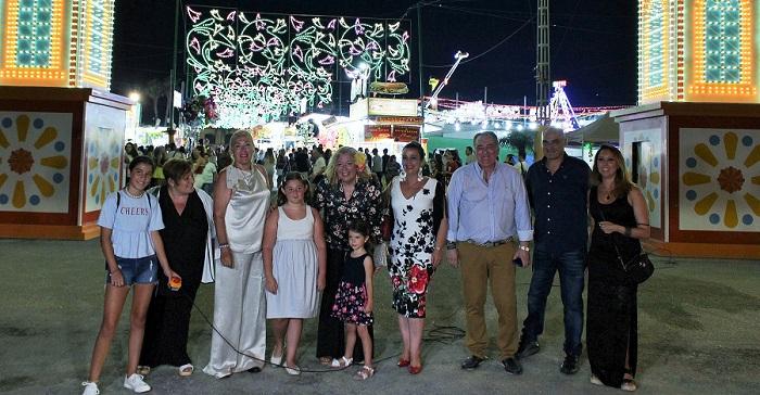 El encendido del alumbrado da arranque a seis días de Feria de Noche en el Cortijo del Conde.jpg