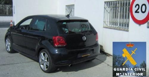 La Guardia Civil descubre en el puerto de Motril un coche robado cuando pretendían embarcarlo hacia Melilla