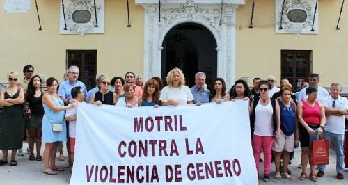 Motril muestra su rechazo ante el asesinato de una joven en Dúrcal