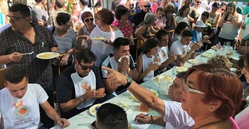 El ganador del II Concurso Internacional de Huevos Fritos de Órgiva consigue comerse 24 huevos en 5 minutos