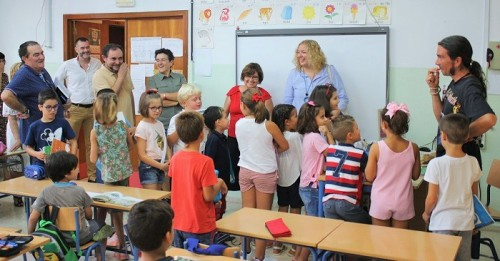 Flor Almón visita a los alumnos del colegio Príncipe Felipe en el inicio del curso escolar.jpg