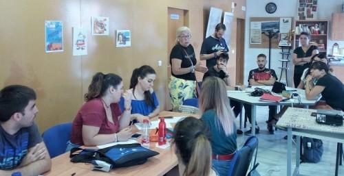 Mª Ángeles Escámez visita a los futuros monitores de gimnasio y jóvenes que acceden al nivel de inglés B1.jpg