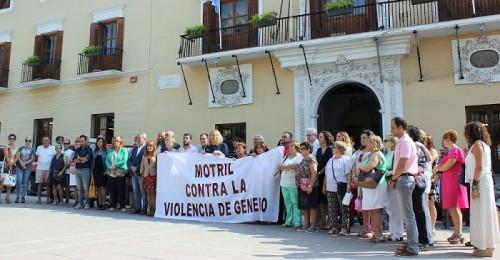 Motril condena el asesinato de dos mujeres en Maracena y Bilbao y de dos niñas en Castellón.jpg