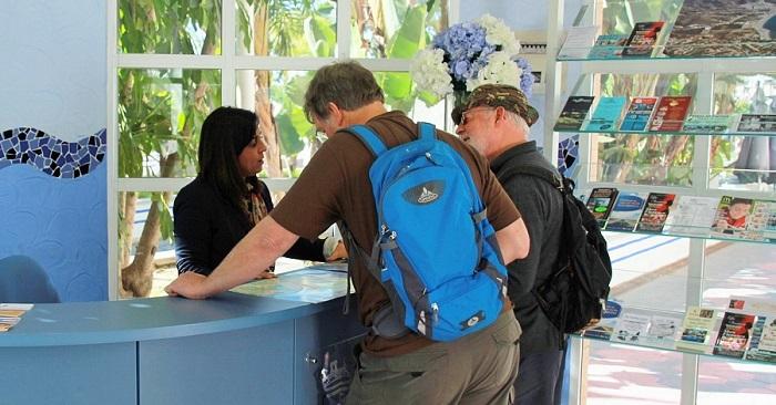 Oficina de Informancón Turística en el Paseo del Altillo de Almuñécar.jpg