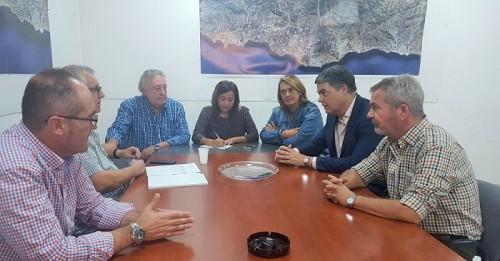 Reunión entre el PP de Motril y los representantes de los regantes.jpg