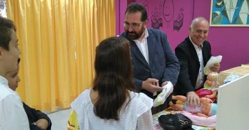 Escolares de Almuñécar se conciencian sobre el reparto de los trabajos del hogar en 'La Casita de la Igualdad'.jpg