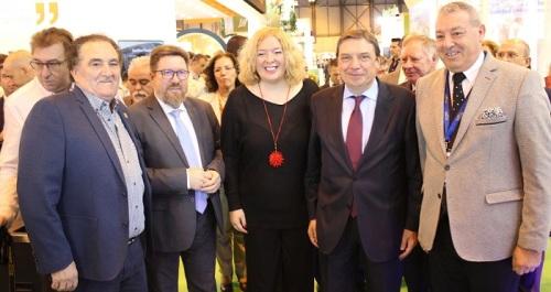 Flor Almón y Antonio Escámez junto al Ministro de Agricultura y el Consejero de Agricultura de la Junta_.jpg