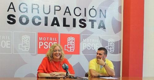 Flor Almón y Francisco Javier Real felicitan al pueblo de Torrenueva por su independencia.jpg
