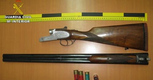 La Guardia Civil de Almuñécar recupera una escopeta sustraída del interior de un vehículo.jpg