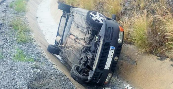 Un vehículo se sale de la vía como consecuencia de la lluvia.png
