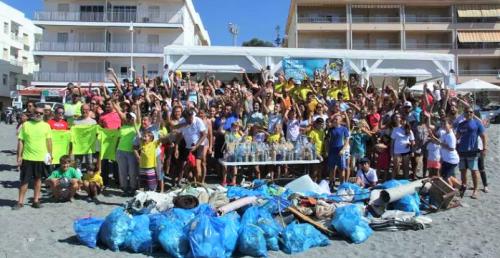 Voluntarios retiraron el sábado miles de colillas y basura de playas sexitanas.png