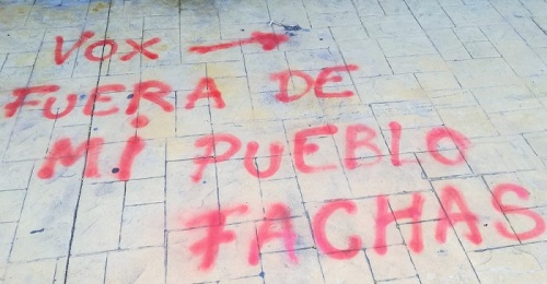 Aparecen pintadas contra VOX en Almuñécar.jpg