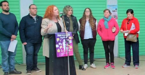 El mercado municipal de Salobreña acoge una lectura continuada contra la violencia de género.jpg