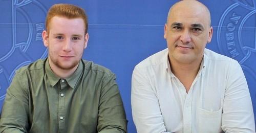 Gregorio Morales (dcha) junto al presidente de la Asociación Juvenil Phoenix.jpg