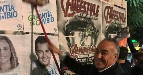 Gustavo Aybar en el inicio de la campaña para las andaluzas en Salobreña..jpg