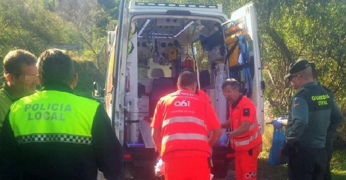 Herido grave un hombre de 81 años al caerse de un granado en Almuñécar