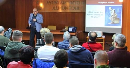 Interesante conferencia del catedrático Francisco Herrera Triguero sobre inteligencia artificial