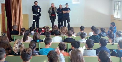 Los Bomberos imparten charlas formativas de seguridad, auxilios y prevención a escolares motrileños.jpg