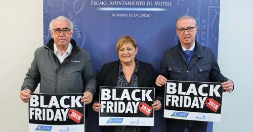 Los comercios de Motril ya lucen en sus escaparates las ofertas especiales del Black Friday.jpg