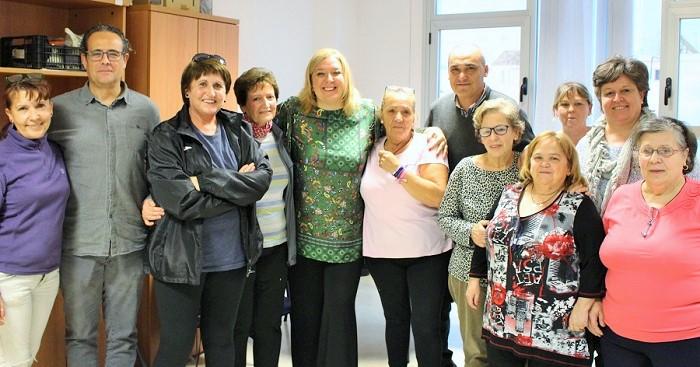 Motril_Foto de Familia con las usuarias del taller social de Adultos de Varadero.jpg