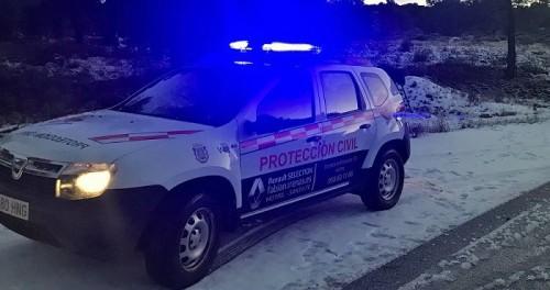 Vehículo de Protección Civil en una zona nevada