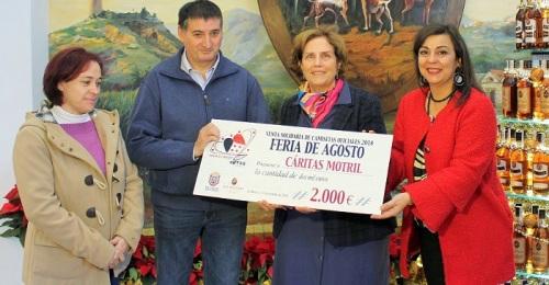 Cáritas recibe del Ayto. de Motril y Ron Montero la recaudación solidaria de las camisetas de la Feria de Día