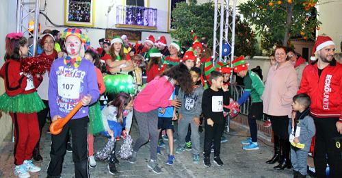 El Casco Antiguo de Salobreña se llana de luz y color en la VI San Silvestre Solidaria, que reúne a 260 corredores