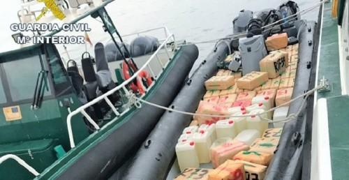 El Servicio marítimo de la Guardia Civil de Granada alija 2.500 kilos de hachís tras una persecución en el mar.jpg