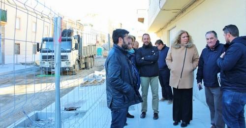 Flor Almón y Antonio Escámez visitan las obras de la calle Ancha de Motril.jpg