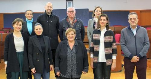 Foto de familia tras la entrega de los premios del Concurso de Escaparates Navideños.jpg