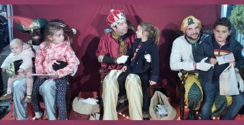 Los Carteros Reales cumplieron con la tradición y recogieron las cartas de los niños y niñas de Motril.jpg
