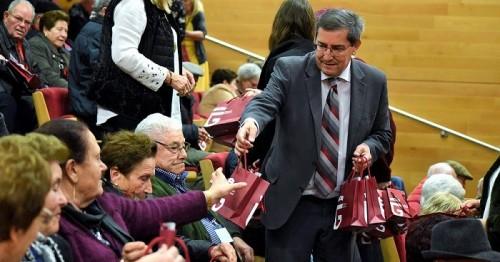 Un programa de Diputación permite que 114 mayores de la provincia se reúnan y no pasen solos las fiestas navideñas.jpg