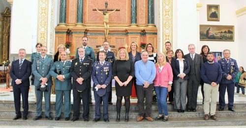 Foto de familia tras la Misa oficiada en honor a la Virgen de Loreto, patrona del Ejército del Aire.jpg