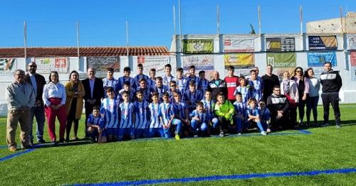 Vélez de Benaudalla recibe el apoyo de la Junta para poner en marcha su nuevo campo de fútbol de césped artificial.jpg
