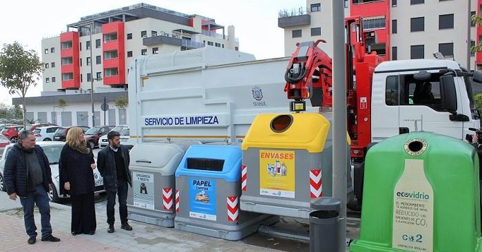 El Ayto. de Motril pone en servicio un nuevo camión para mejorar el servicio de recogida de residuos urbanos.jpg
